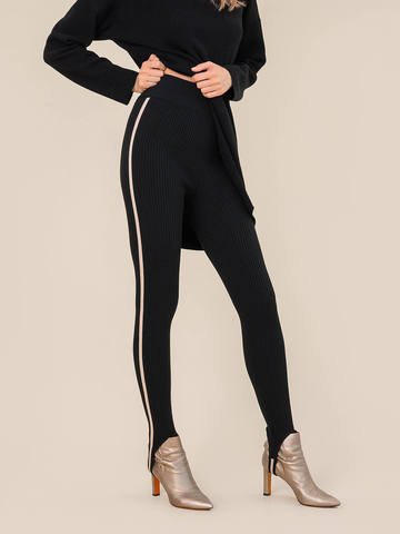 Женский брюки черного цвета из шерсти с контрастной полосой и штрипками - фото 4