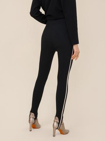 Женский брюки черного цвета из шерсти с контрастной полосой и штрипками - фото 3