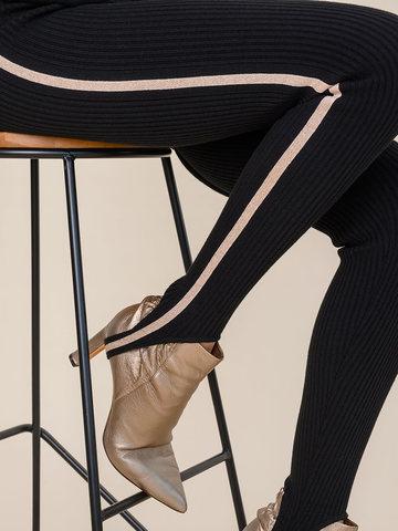 Женский брюки черного цвета из шерсти с контрастной полосой и штрипками - фото 5