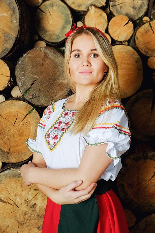 костюм Маков цвет в русском стиле рукава