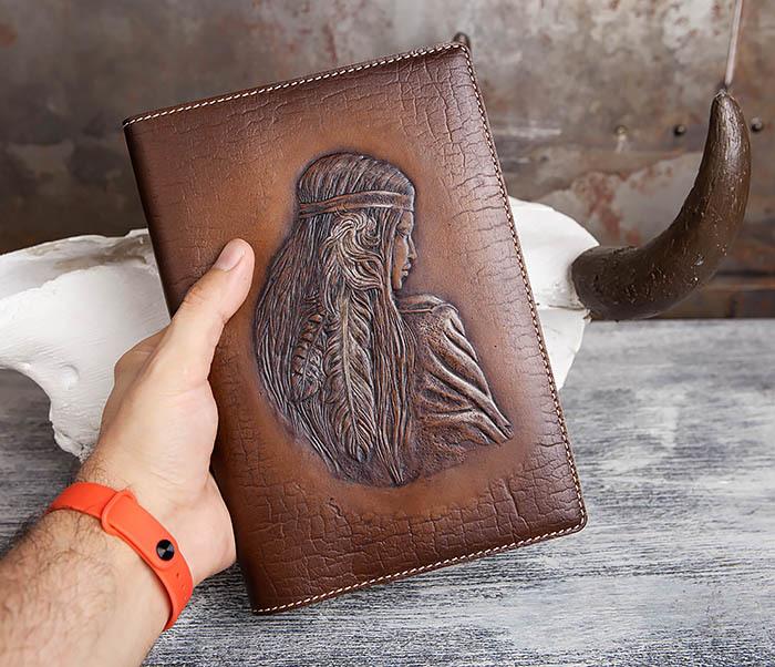 BY05-18-02 Кожаный ежедневник с изображением индианки, тиснение (А5) фото 04