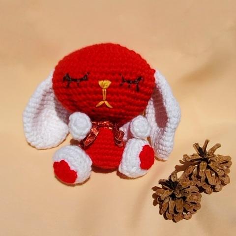 Зайчик вязанный - игрушка ручной работы