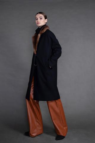 Пальто с английским воротником из норки.