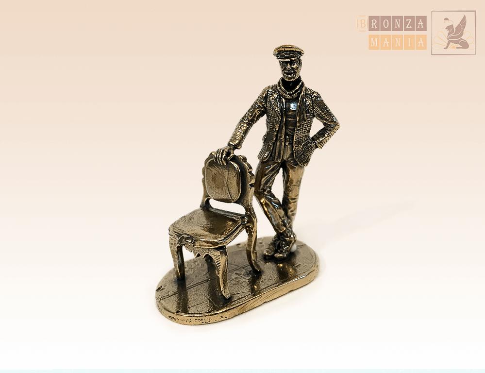 фигурка Остап Бендер со стулом