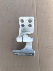 Петля левой двери нижняя б/у для грузовых автомобилей МАН ТГЛ ТГМ ТГА ТГС.  Оригинальные номера MAN - 81626906063
