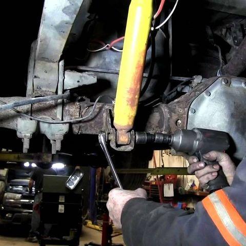 Замена амортизаторов Jeep Wrangler