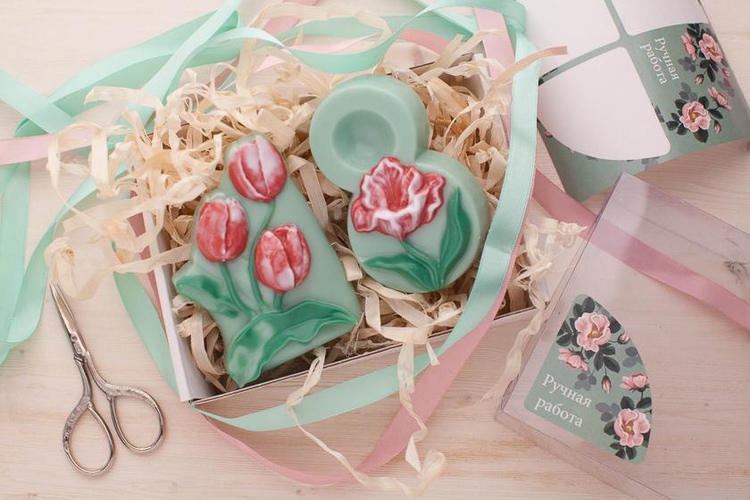 Мыло ручной работы с тюльпанами. Пластиковая форма