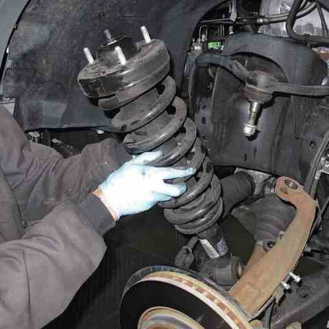 Замена передних пружин Nissan Pathfinder
