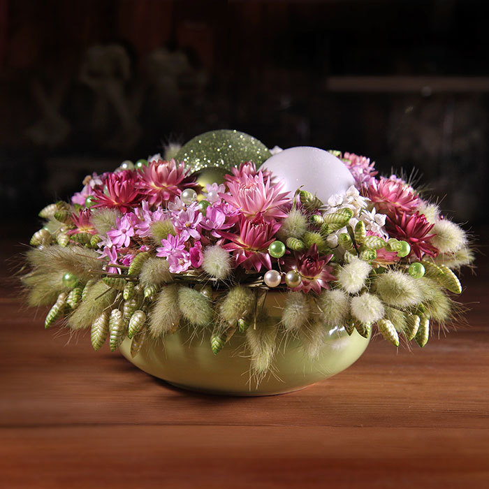 Новогодний декор композиция из сухоцветов и елочных шаров розовый зеленый белый Пермь