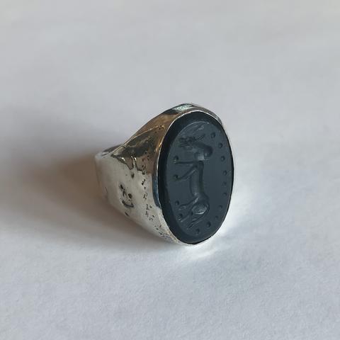 Кольцо-печатка с инталией 17.5 (черный оникс, овал)