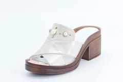 Белые кожаные сабо на устойчивом каблуке