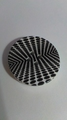Пуговица 30 мм с черно-белым узором