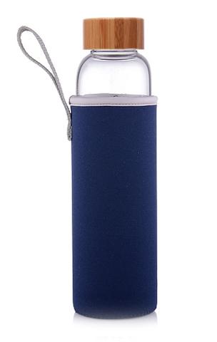 Бутылка из боросиликатного стекла 0,55 л. бамбуковая крышка синий чехол