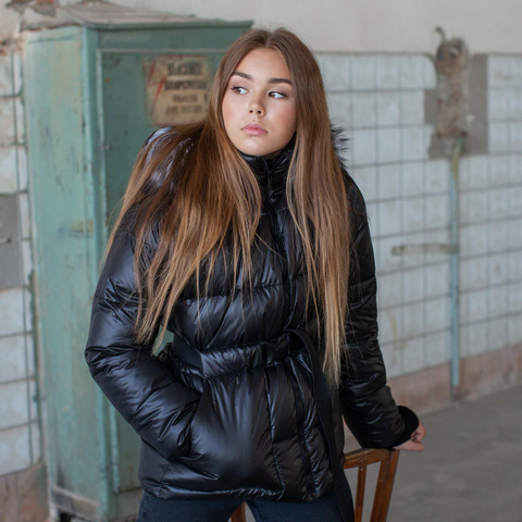 Подростковая зимняя куртка черного цвета на девочку