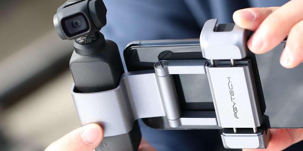 Держатель для телефона PGYTECH OSMO Pocket Phone Holder+ P-18C-029 в руках