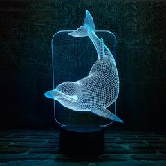 Плывущий дельфин