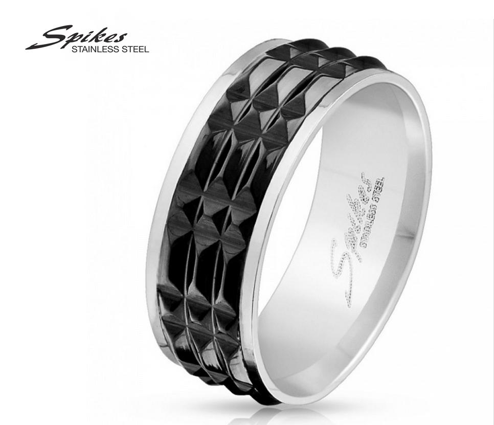 R-M3890K-8 Рельефное мужское кольцо из стали черного цвета фирмы «Spikes»