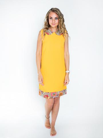 Платье желто-оранжевое с красным воротником