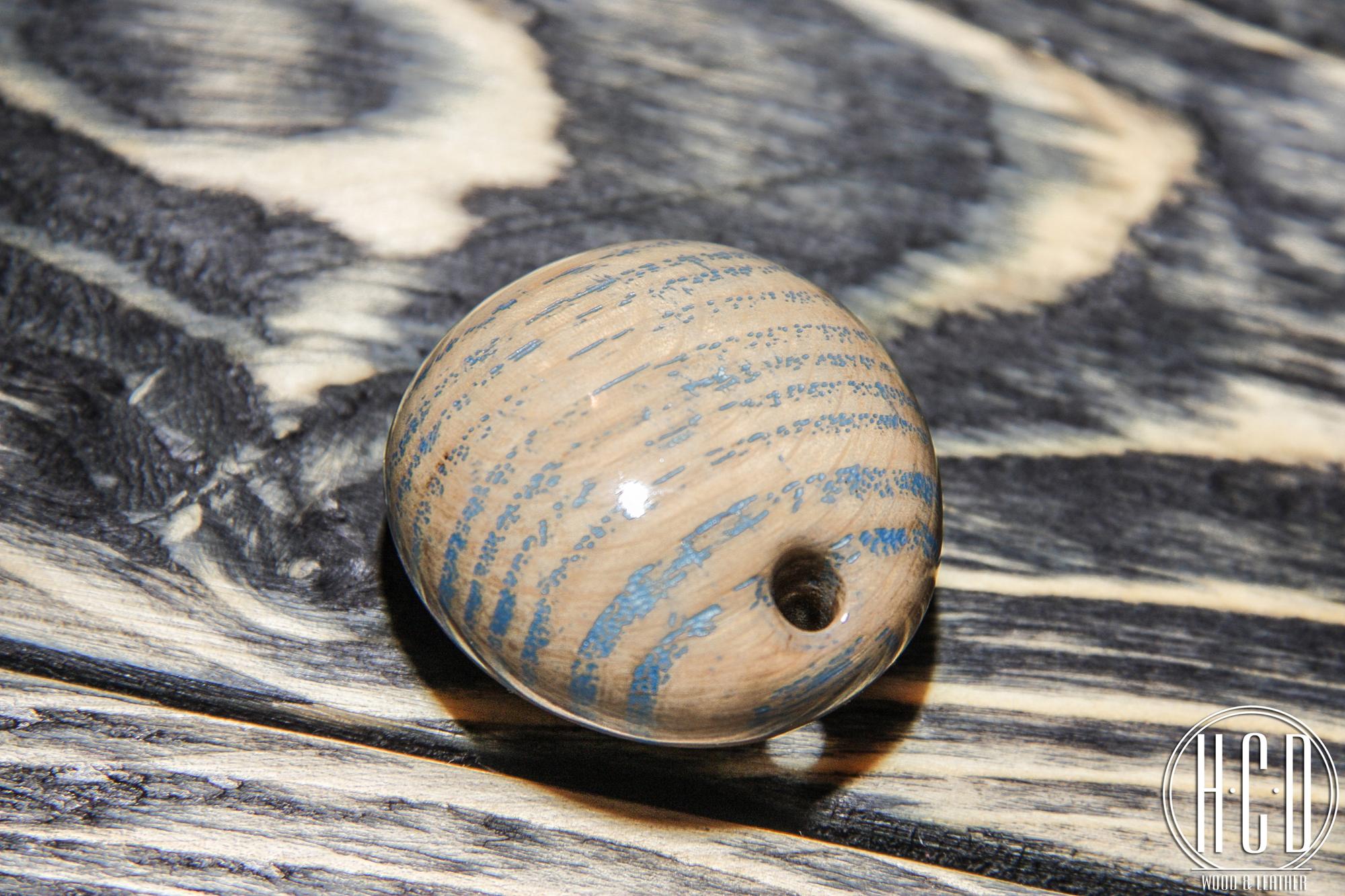 Деревянный кулон с прокрашенными волокнами (Дуб)