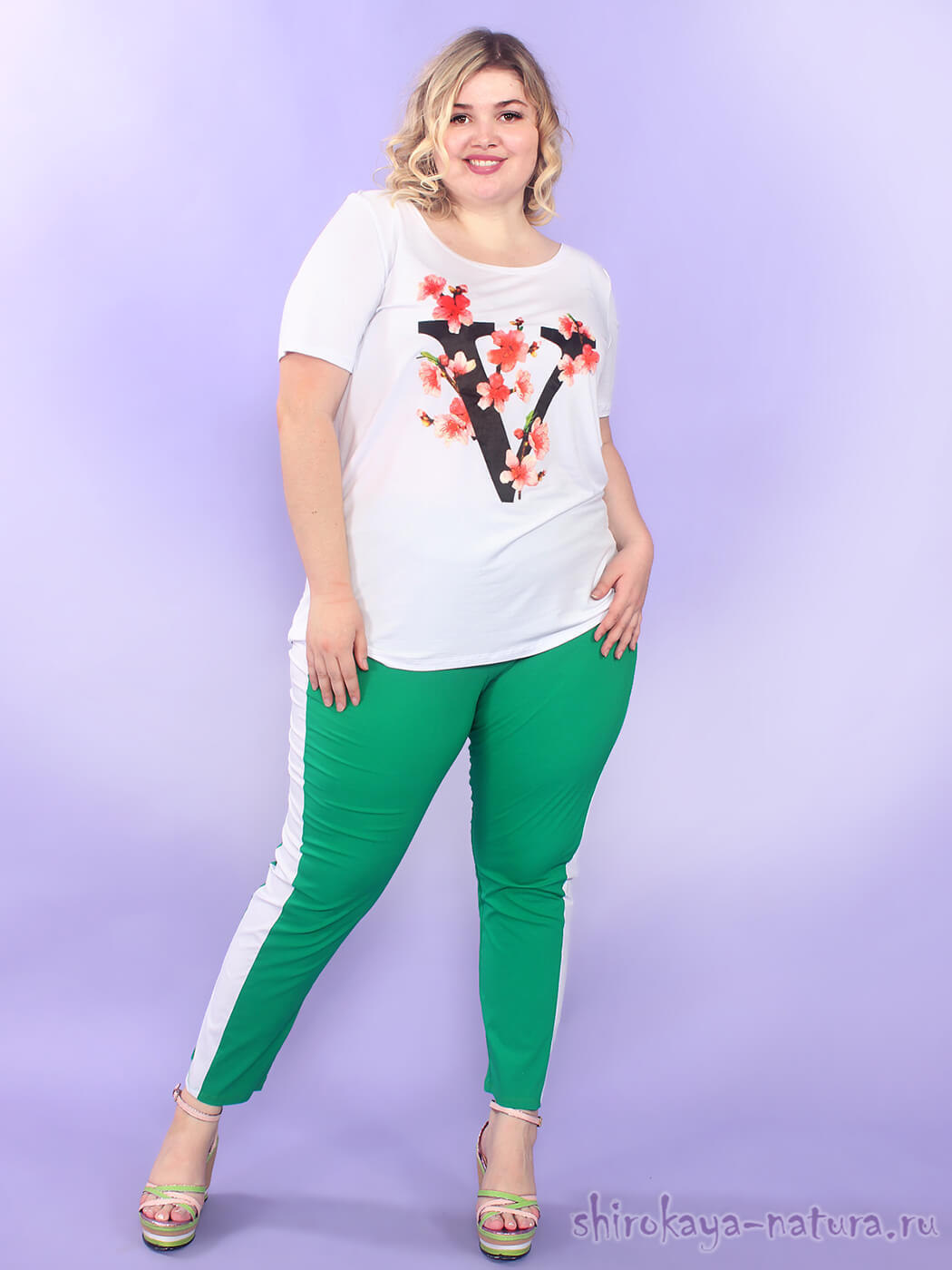 Летняя белая женская футболка больших размеров