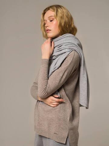 Женский шарф цвета серый меланж - фото 2