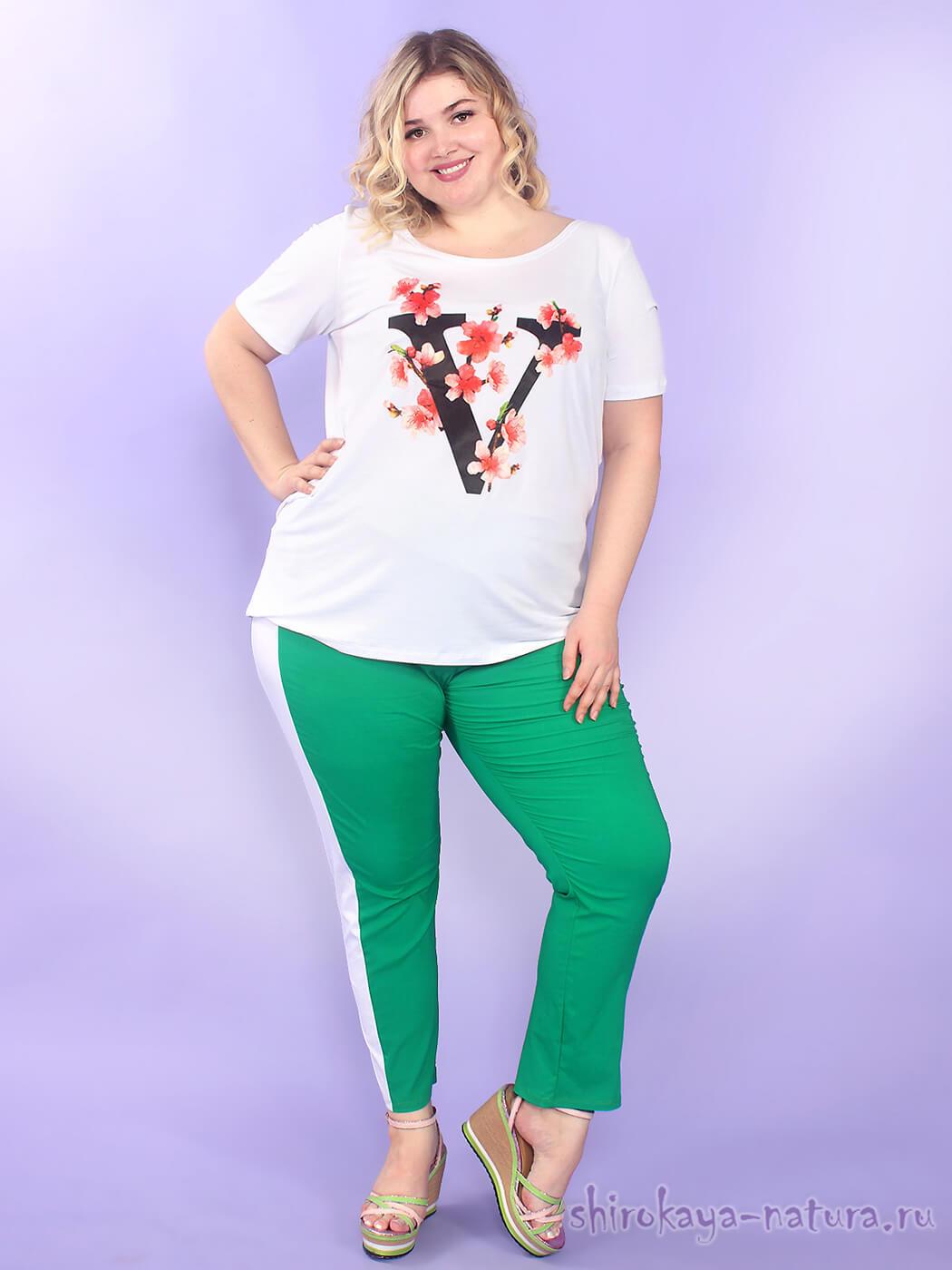 Белая женская футболка больших размеров