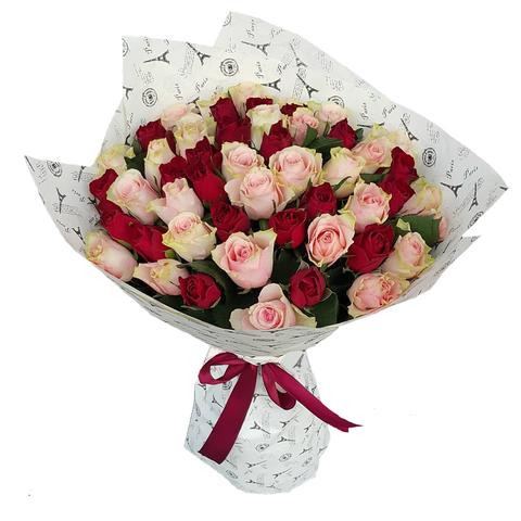 Букет из 51 красных и кремовых роз (местные)