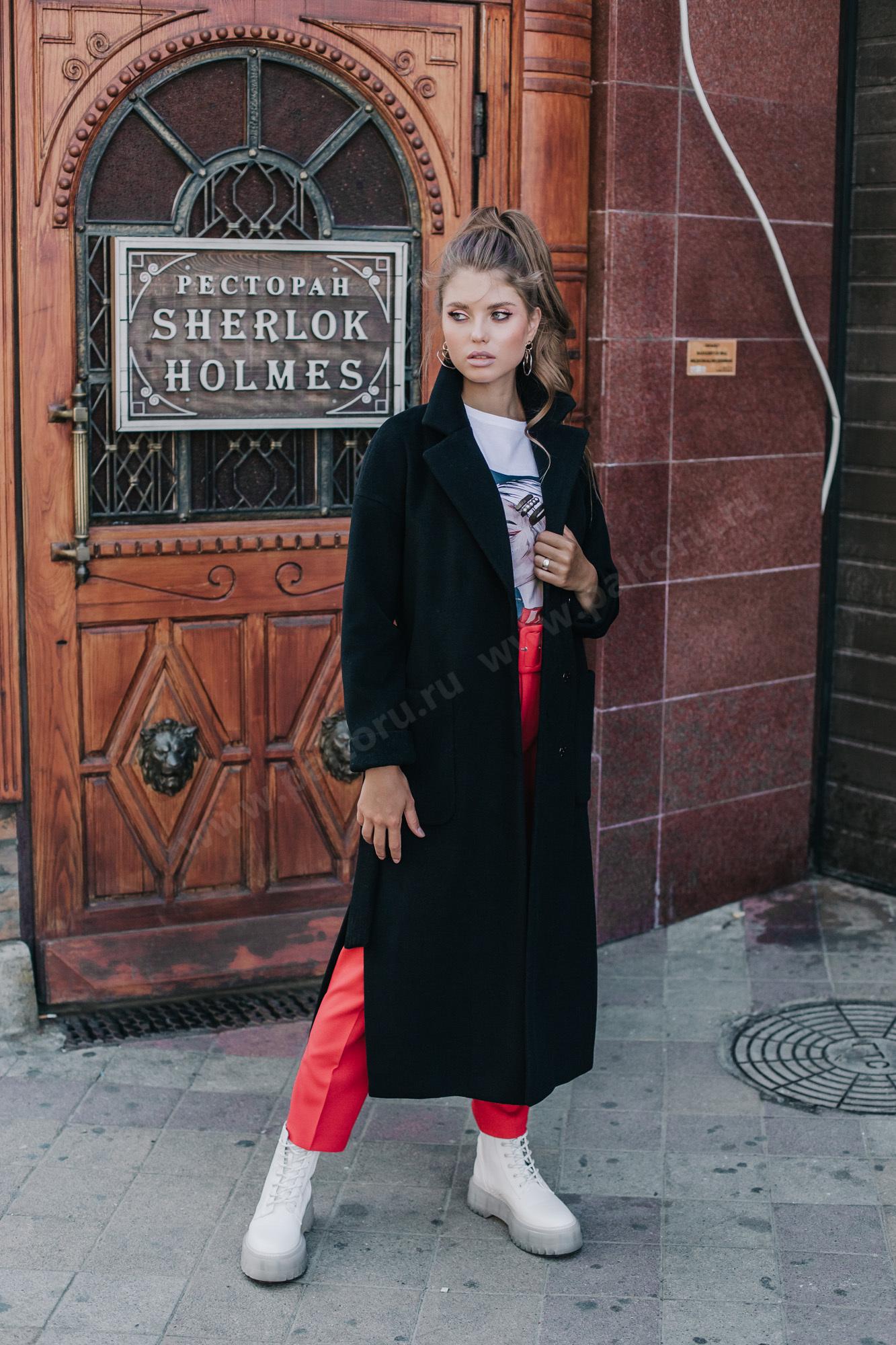 Трендовое пальто - халат свободного силуэта с боковыми разрезами