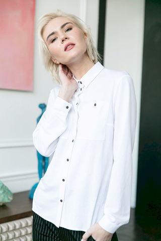 Фото белая классическая блузка с черными пуговицами - Блуза Г723а-083 (1)