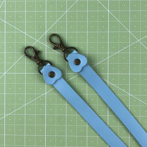 Ремень для сумки.  Натуральная кожа. Цвет голубой. Длина регулируется.  Минимальная 85 см Ширина 15 мм.