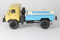 GAZ-66 tanker Milk beige-blue-white Agat Mossar Tantal 1:43
