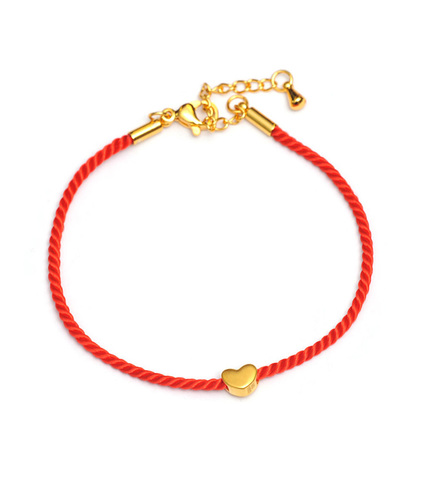 Красная нить с золотым сердечком