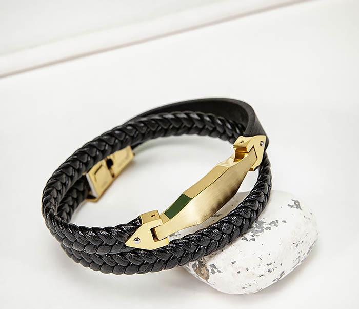 Фото - Браслет из кожаного шнура с золотистой вставкой мужской браслет из кожи со стальной проволокой 20 см