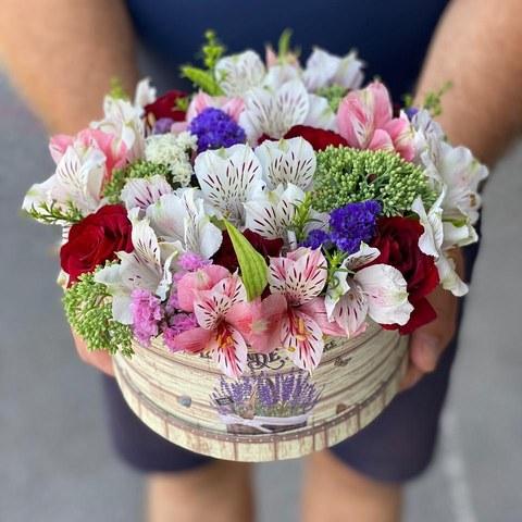 Коробка белая с микс цветами 34