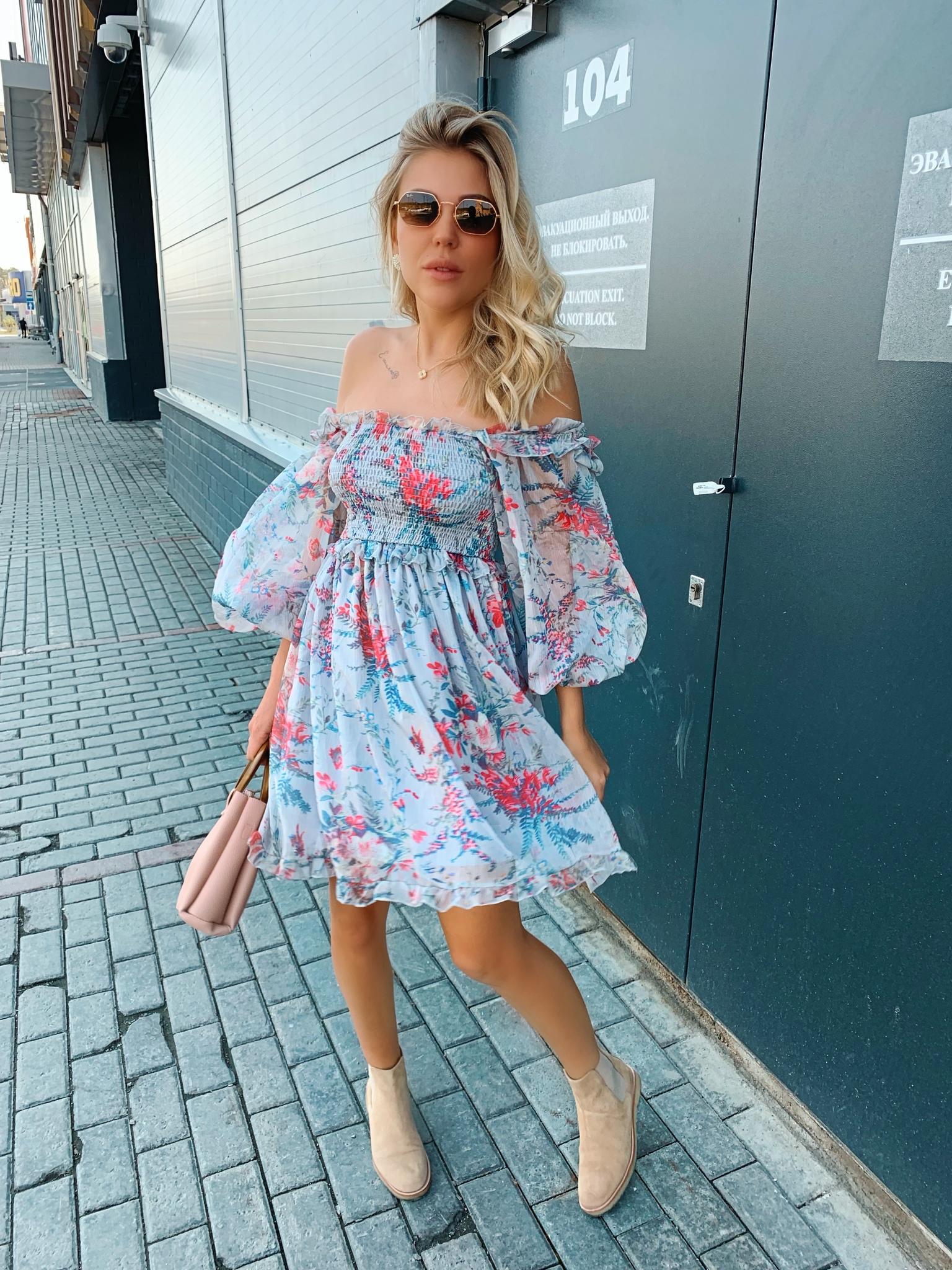 Шифоновое платье-резинка с открытыми плечами
