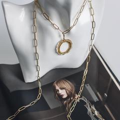 Медальон «кольцо» из прозрачного пластика с позолоченным кольцом и фианитами  оптом и в розницу