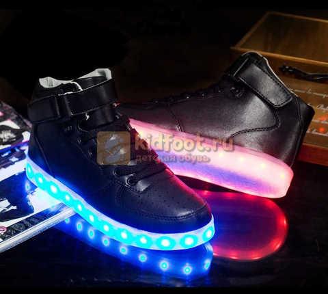 Светящиеся высокие кроссовки с USB зарядкой Fashion (Фэшн) на шнурках и липучках, цвет черный, светится вся подошва. Изображение 14 из 22.