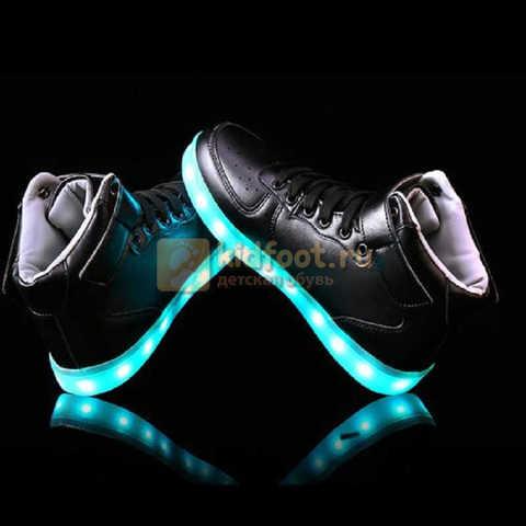 Светящиеся высокие кроссовки с USB зарядкой Fashion (Фэшн) на шнурках и липучках, цвет черный, светится вся подошва. Изображение 20 из 22.