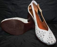 Белые туфли на низком каблуке Marani Magli 031 405 White.