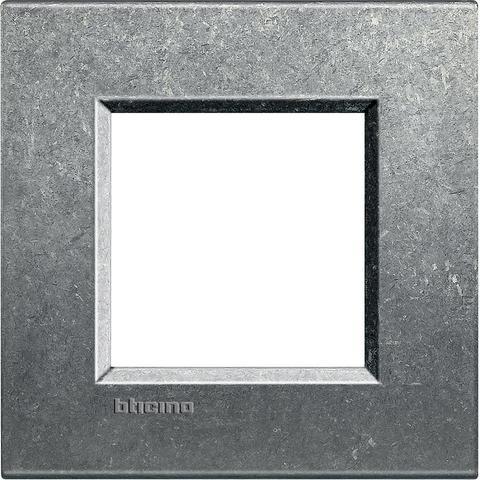 Рамка 1 пост, прямоугольная форма. ПРИРОДНЫЙ МЕТАЛЛ. Цвет Исконный. Немецкий/Итальянский стандарт, 2 модуля. Bticino LIVINGLIGHT. LNA4802NA