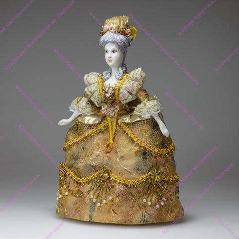 Кукла в пышном бальном платье начала 18 века