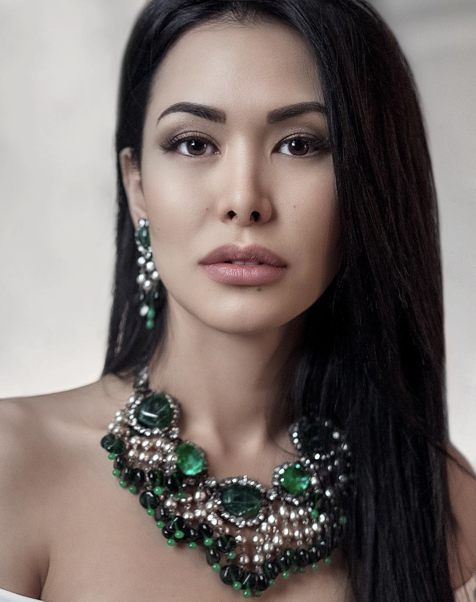A necklace with green crystals and baroque pearls by Larry Vrba