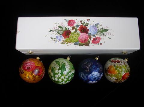 Набор из 4 елочных шаров в шкатулке