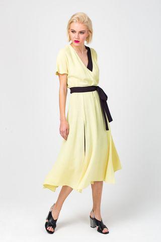 Фото желтое платье-кимоно из вискозы с разрезами по бокам - Платье З367-357 (1)