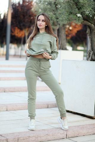 Зеленый спортивный костюм nadya