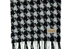 Шерстяной шарф черно-белый с узором 30591