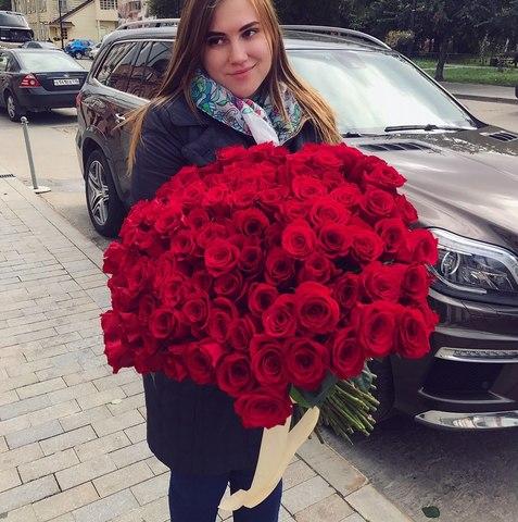 85 красных роз 50 см #1453