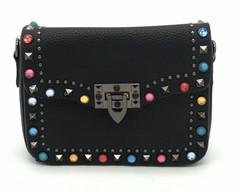 Черная сумка квадратной формы декорированая камнями