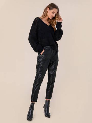 Женский джемпер черного цвета - фото 5