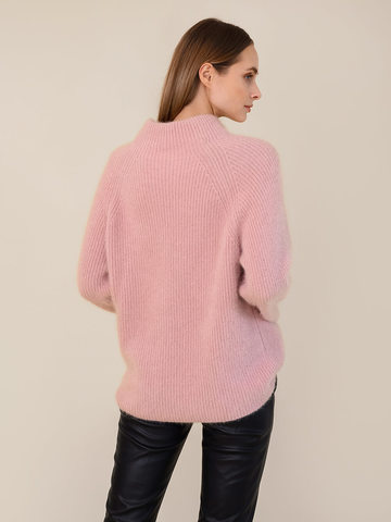 Женский свитер бежево-розового цвета из ангоры - фото 4